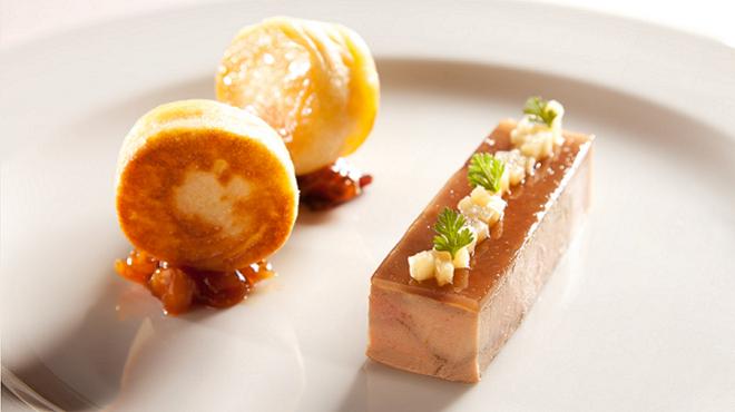 Une ballottine de foie gras de canard entier frais - Comment cuisiner le canard entier ...